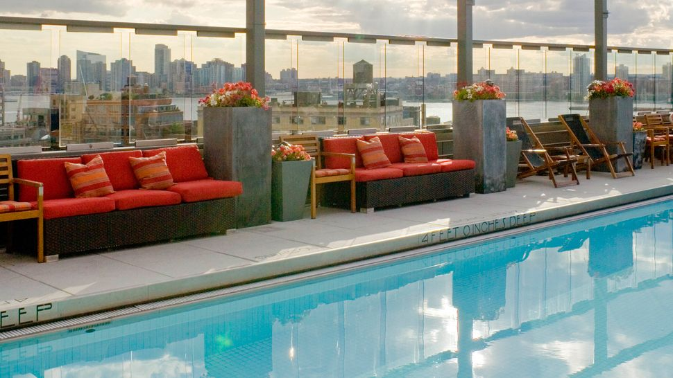 Gansevoort meatpacking nyc new york united states for Hotel new york swimming pool roof