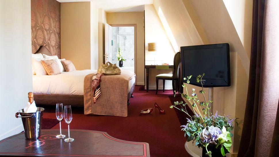 hotel bel ami le de france france. Black Bedroom Furniture Sets. Home Design Ideas