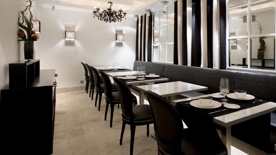 Hotel claude marbella costa del sol andalucia for 13th floor ebony restaurant