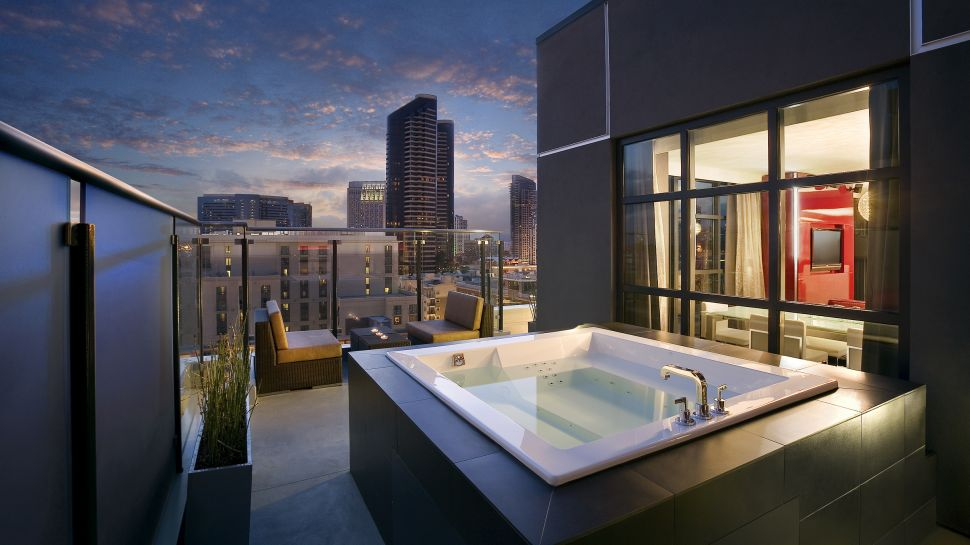 Hard rock hotel san diego greater san diego california - Jacuzzi para interior ...