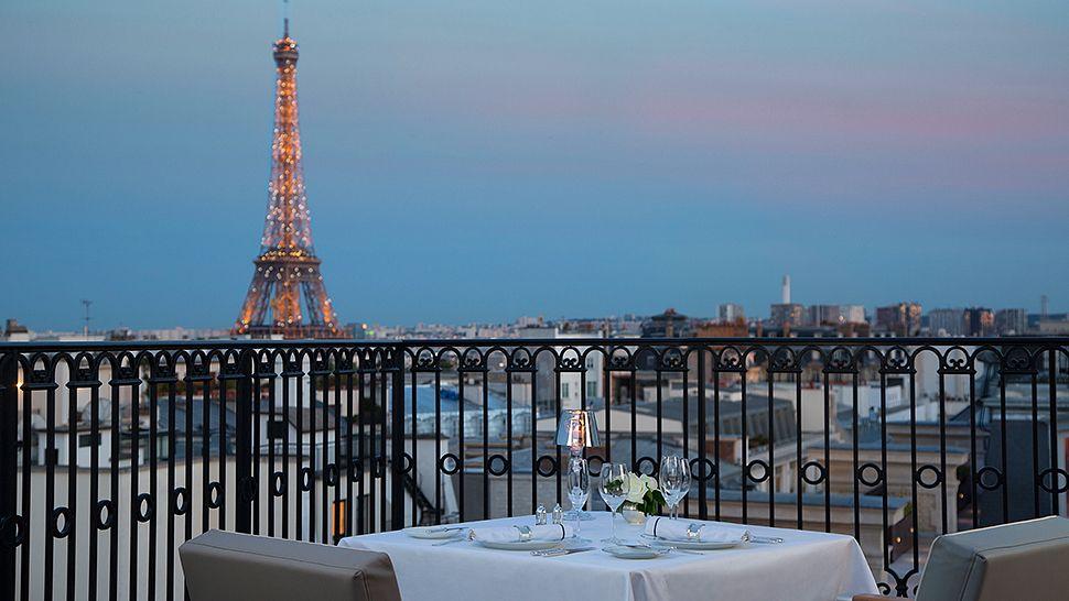 The peninsula paris le de france france for Hotel near the eiffel tower