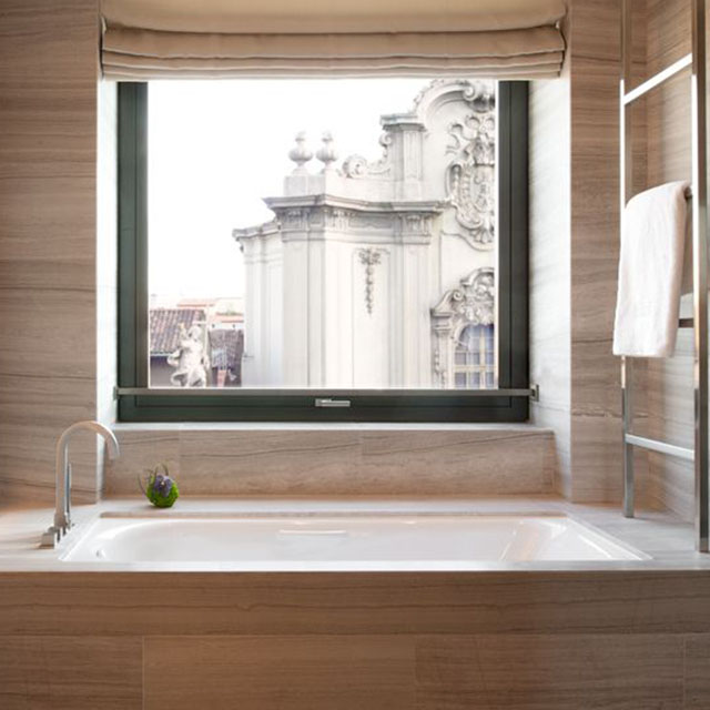 Best Hotels for Exploring the City, bathroom, window view hotels