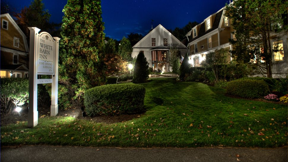 grace white barn inn, kennebunkport, mainehotel exterior night