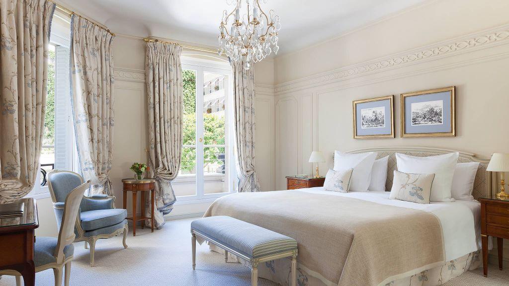 Deluxe Room Le Bristol Paris.