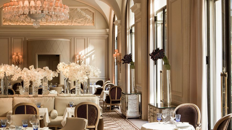 Four seasons hotel george v paris le de france france for Hotel george v jardins