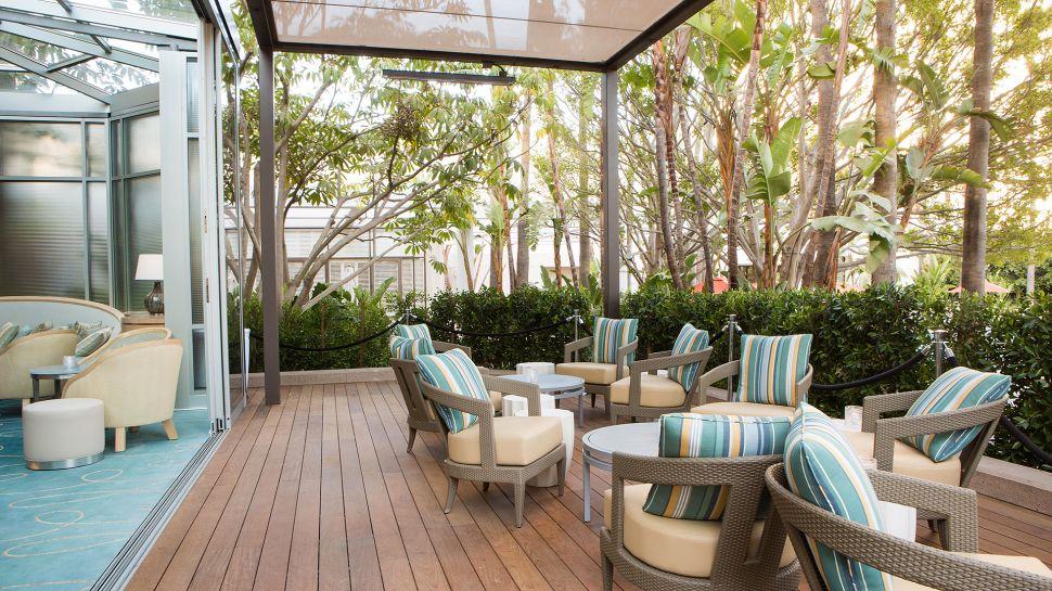 Island Hotel View Lobby Aqua Terrace