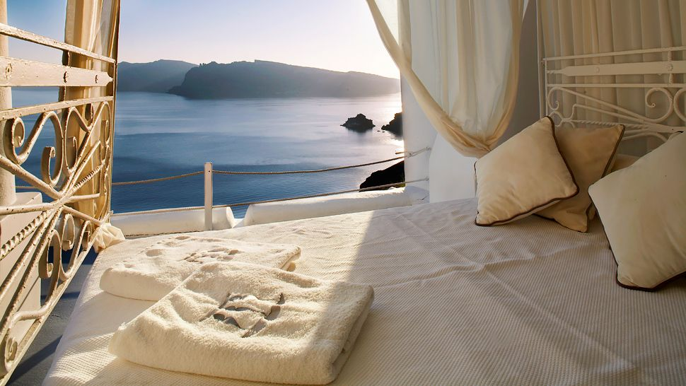 Guestroom Bedroom Cliffside Views
