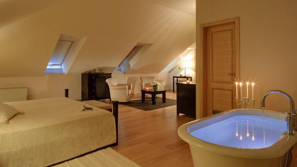 Bedroom With Bathtub Spa Pool. Hotel Bellevue Dubrovnik Neretva County  Dalmatia