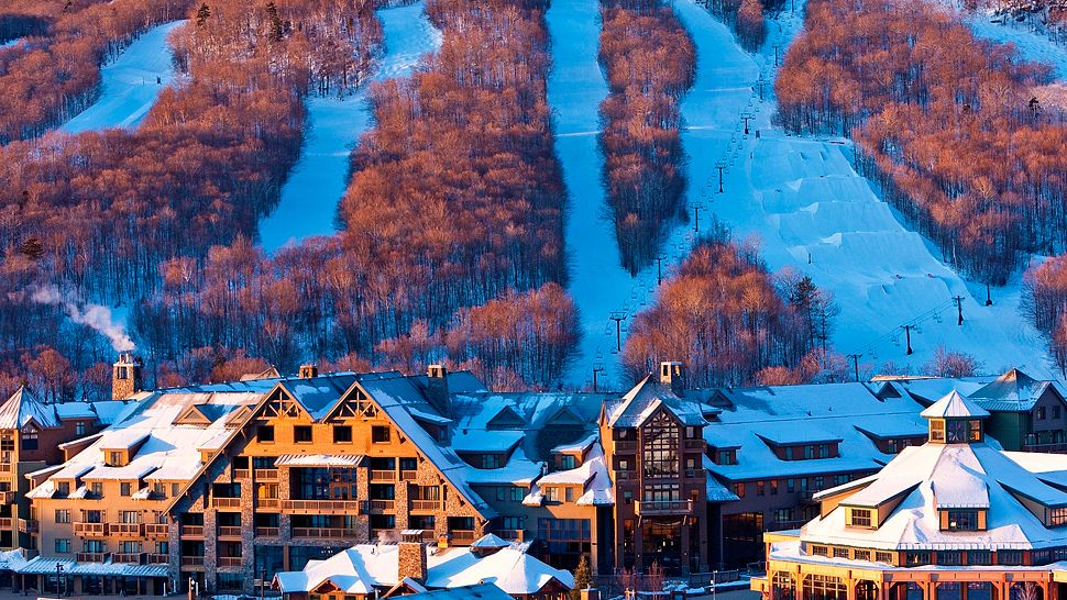 Stowe mountain lodge stowe vermont for Winter break vacation spots