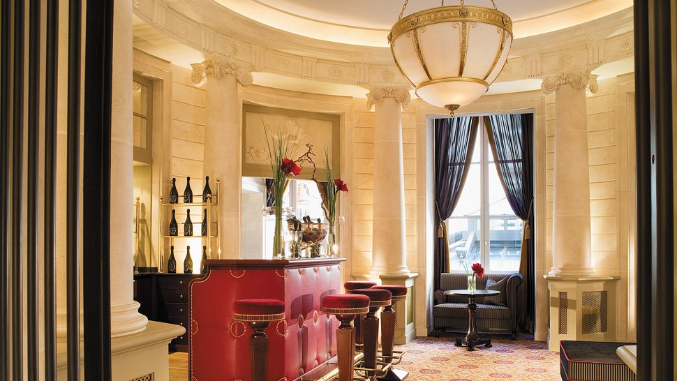 Grand Foyer Bar : Grand hotel de bordeaux spa aquitaine
