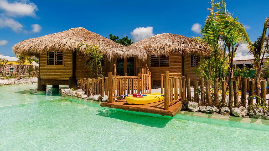 beach, ocean. luxury hotels. cabanas, family friendly