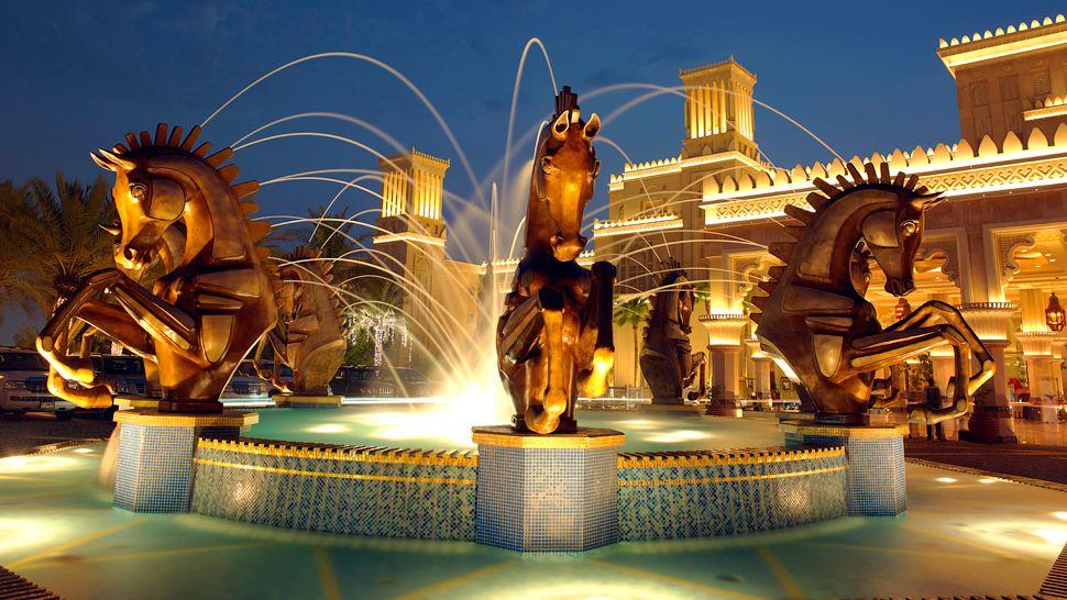 Jumeirah al qasr madinat jumeirah dubai united arab for Dubai best hotel name