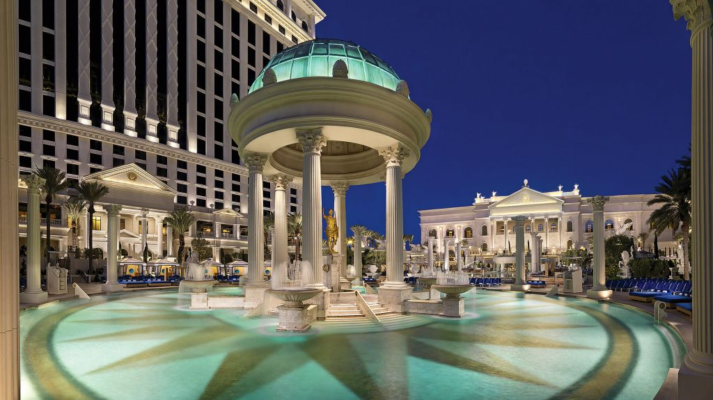 best city breaks, top city breaks, city break destinations, luxury boutique hotels, Las Vegas, Nobu Hotels, pool view